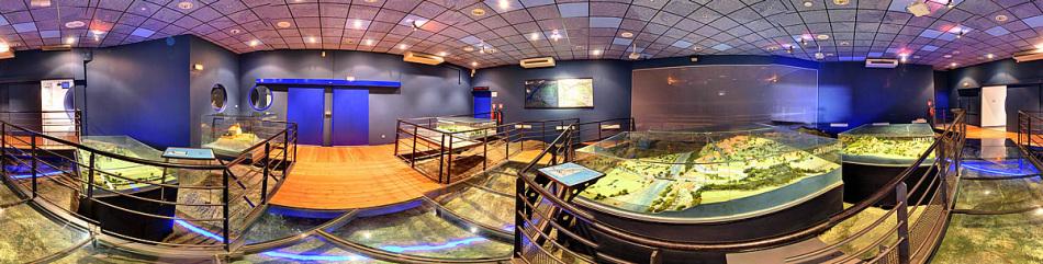 Salle des maquettes au Muséoscope du Lac de Serre-Ponçon