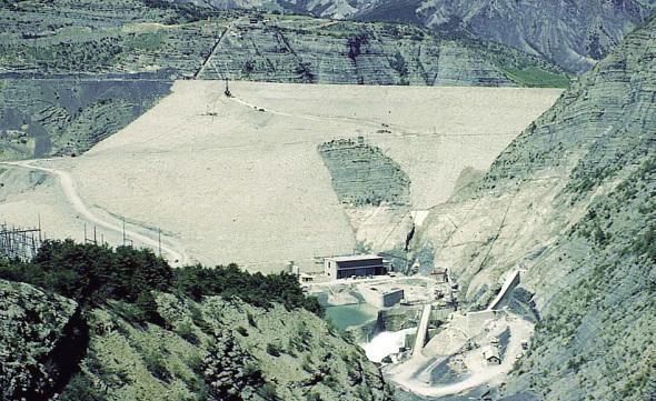 Le plus grand barrage en terre d'Europe